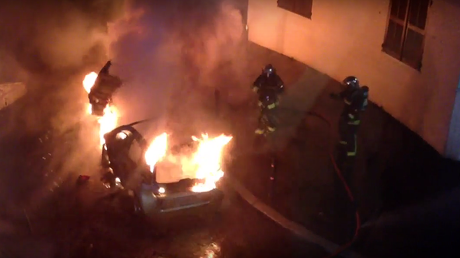 650 cars torched in French NYE 'tradition' (PHOTOS, VIDEO)