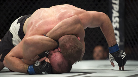 Oleynik Choke: Russian UFC heavyweight finishes opponent with signature move again