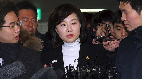 South Korea's Culture Minister Cho Yoon-Sun (C) arrives to be questioned at the office of the independent counsel on a corruption scandal case that led to the impeachment of President Park Geun-Hye in Seoul on January 17, 2017. © Str / YONHAP