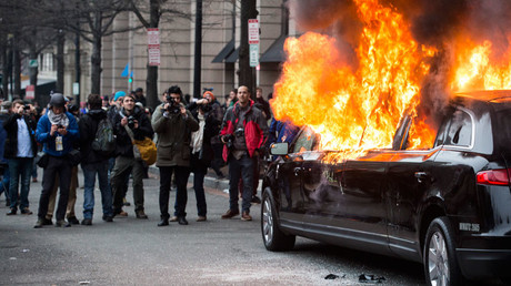 A limousine burns during a protest reacting to the inauguration of US President Donald Trump on January 20, 2017 in Washington, DC. © Zach Gibson