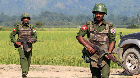 Armed Myanmar army soldiers © STR