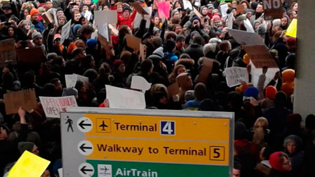 'Let them in': Hundreds protest at JFK airport after Trump's 'Muslim ban' (PHOTOS, VIDEOS)