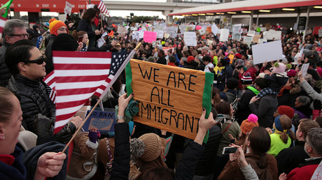 Demonstrators yell slogans during an anti-Donald Trump travel ban protest outside Hatfield-Jackson Atlanta International Airport in Atlanta, Georgia U.S., January 29, 2017 © Chris Aluka Berry