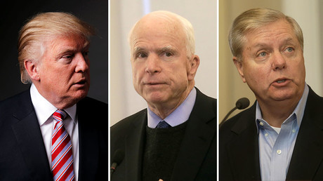 U.S. President Donald Trump (L), U.S. Senator John McCain  (C), Senator Lindsey Graham (R) © Reuters
