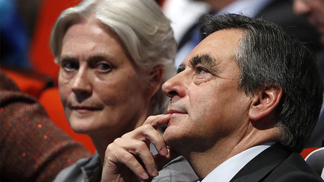 FILE PHOTO: French politician Francois Fillon, member of the conservative Les Republicains political party and his wife Penelope (L) © Charles Platiau