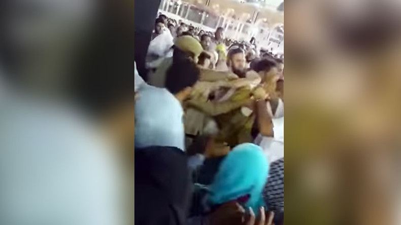 Saudi man makes bizarre attempt to set himself ablaze in front of Kaaba (VIDEO)