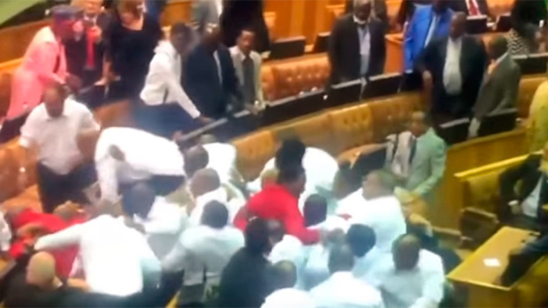 Scuffles erupt in South African parliament after opposition MPs insult President Zuma (VIDEO)