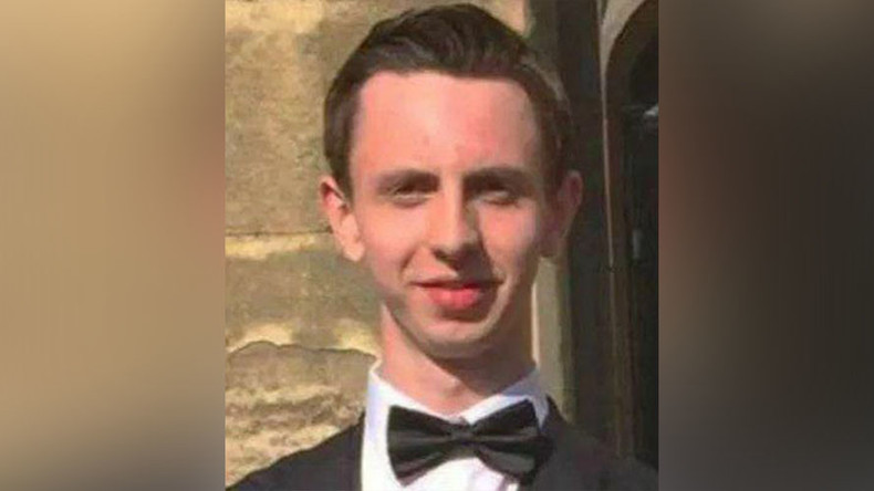 Cambridge student burns £20 note in front of homeless man, expelled from Tory society