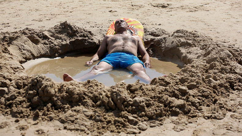 Aussies 'melting' as record-breaking summer heatwave continues