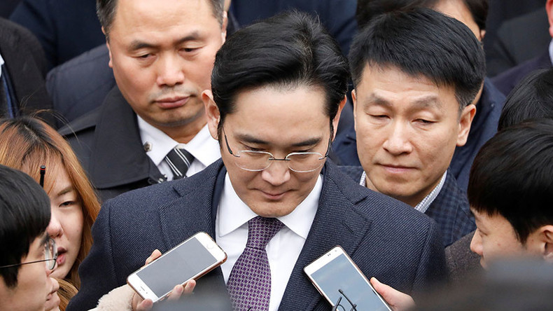 Samsung boss' long perp walk continues