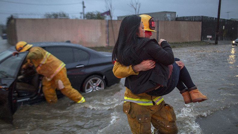 California flash flood kills at least 2, swallows cars whole (VIDEO, PHOTO)