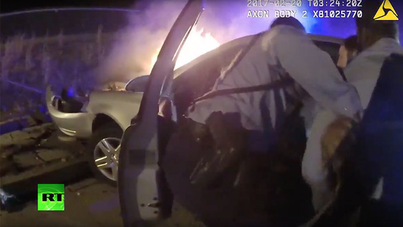 Heroic DC police captured saving driver from burning car (VIDEO)
