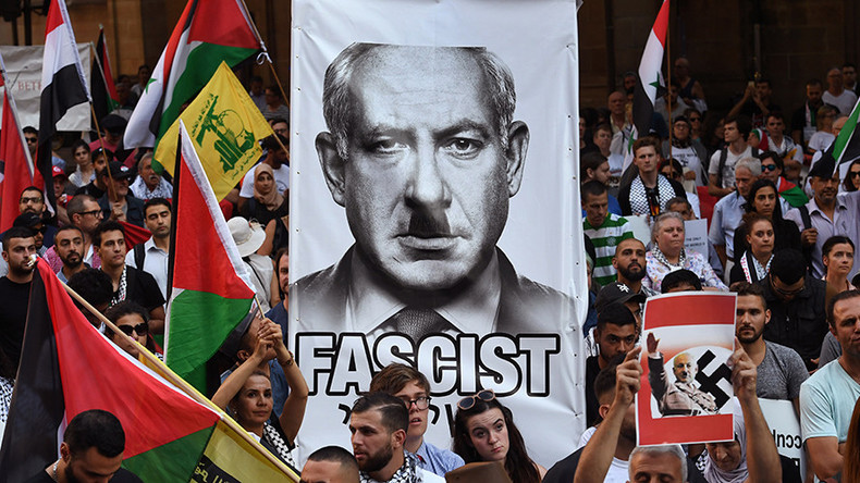 Netanyahu depicted as Hitler by Sydney protesters during historic Australia trip (PHOTOS)
