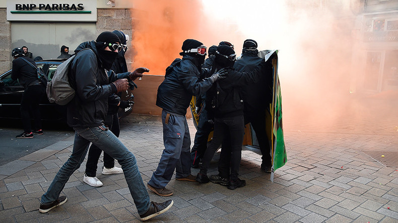 Streets of riot 360: Watch tear gas fill Nantes as protesters clash with police (PANORAMIC)