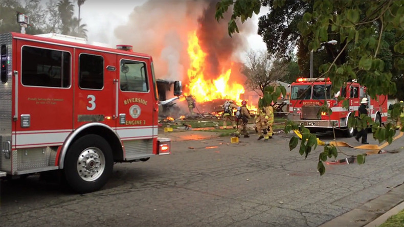 4 killed, 2 injured after small plane crashes into houses in California (PHOTOS, VIDEOS)
