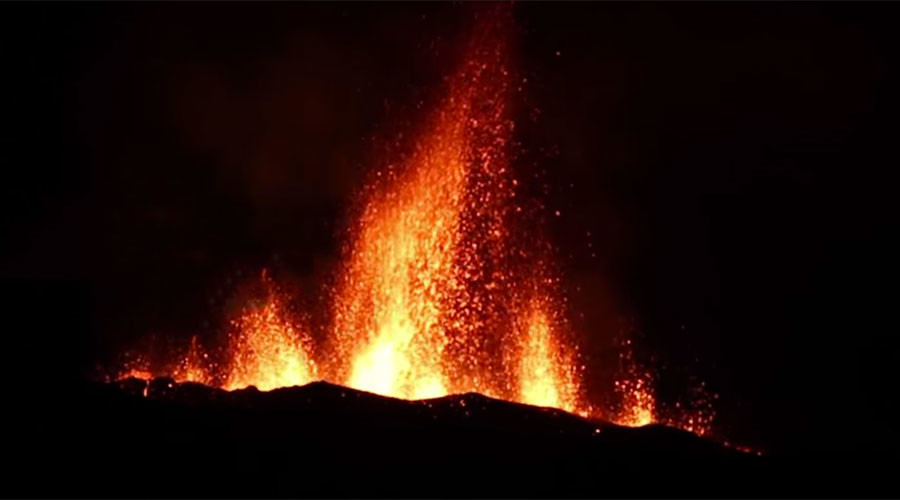 Mesmerizing volcanic eruption lights up night sky (VIDEO)