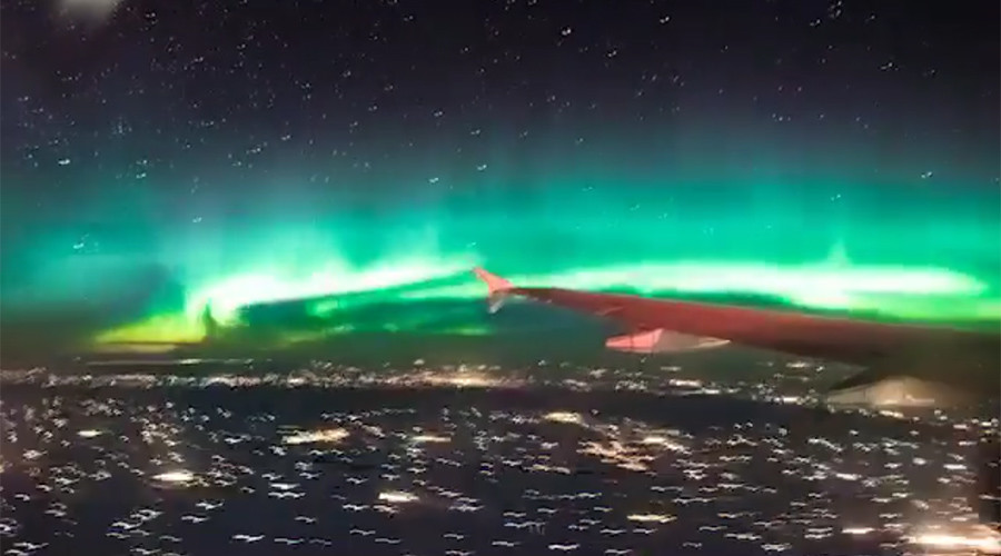 'Greatest inflight entertainment': Breathtaking footage of Northern Lights at 36,000ft (VIDEO)