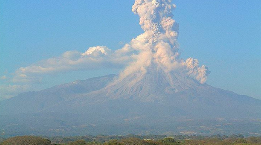 Epic explosion: Mexican volcano spews ash 4 km high in latest eruption (VIDEOS, PHOTOS)