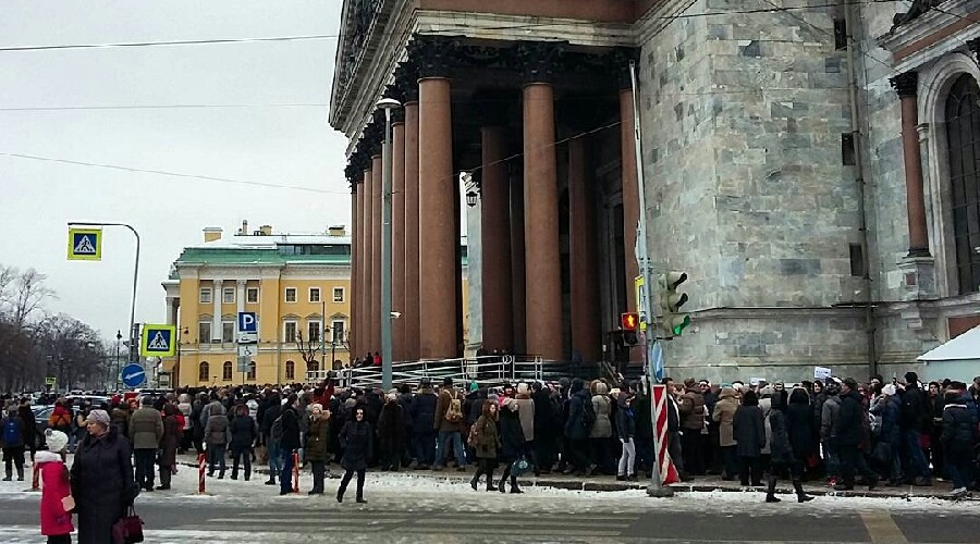 Сrowds surround St Petersburg religious museum, protesting its transition to Orthodox Church