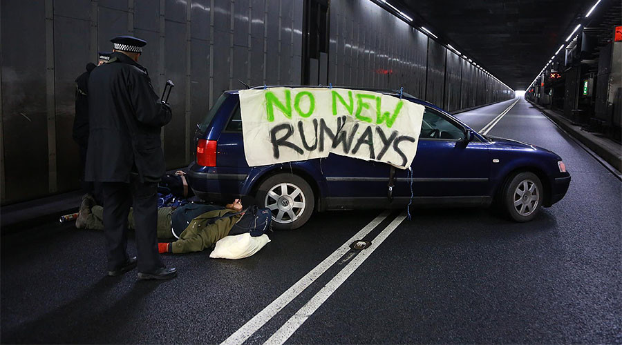 Climate change protesters block major Heathrow Airport tunnel (VIDEO)