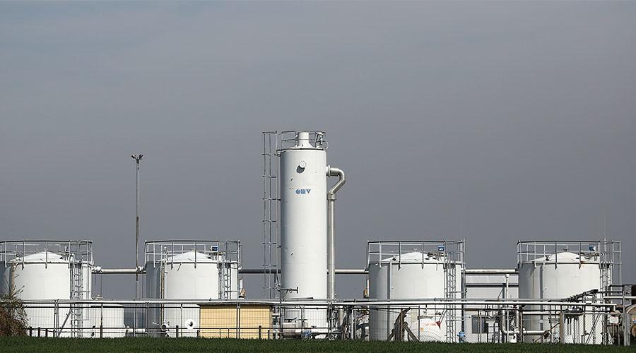 Biggest gasoline glut in 27 years could crash oil markets
