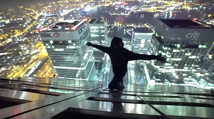 Daredevils film themselves dangling from top of iconic London skyscraper (VIDEO)