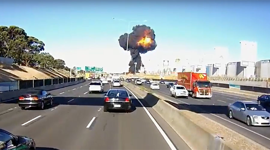 Dashcam captures moment of fatal Melbourne plane crash (VIDEO)