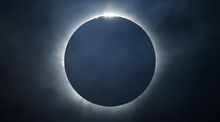 'Ring of fire' eclipse treats southern hemisphere stargazers