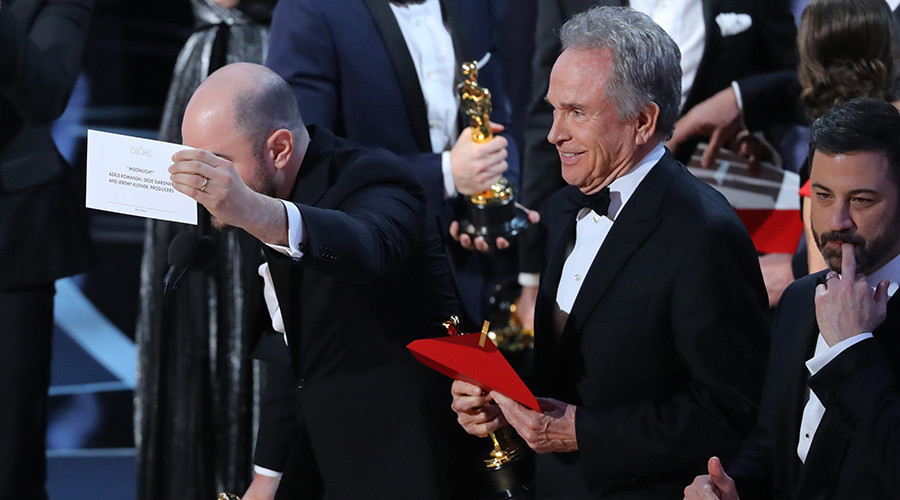La La Land mistakenly announced as Best Picture at Oscars; Moonlight wins (VIDEO)