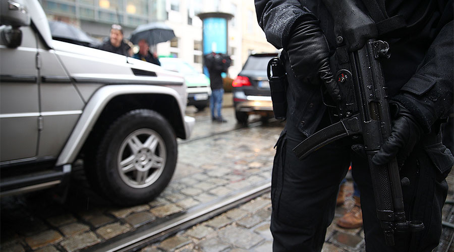 Hamburg police storm refugee center after knife-wielding suspect takes hostage