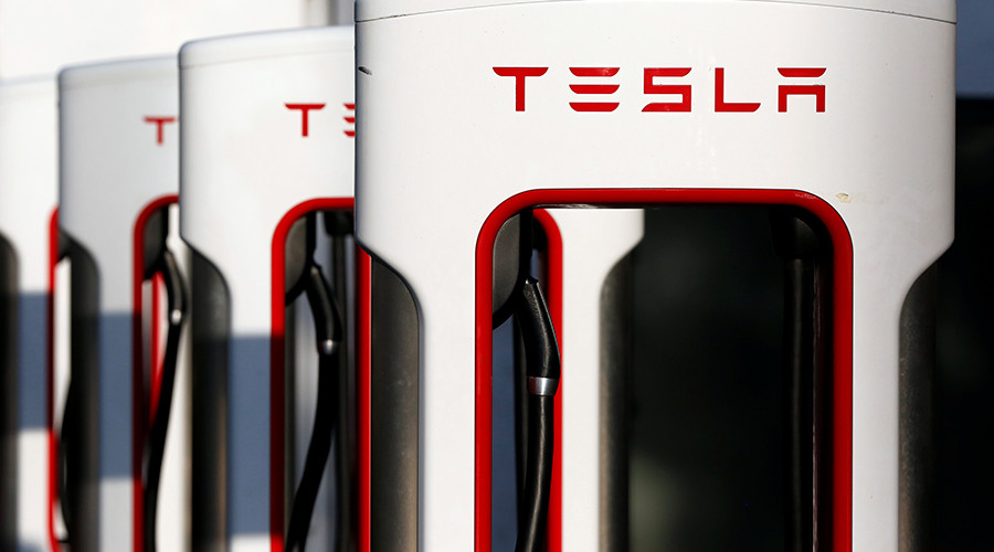 Former Tesla engineer sues company over harassment, gender wage gap