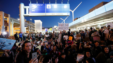 Demonstrators at LAX during a protest against the travel ban  in Los Angeles, California, U.S., January 29, 2017 © Ted Soqui