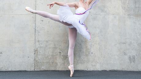 Tutu twerk twins: Colombian ballet dancing sisters conquer social media (VIDEOS)