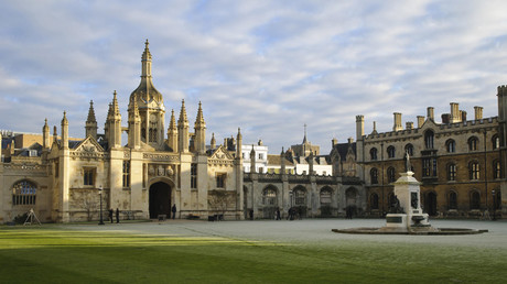Gatehouse and courtyard of college in frost, King's College, Cambridge © Dave Pressland / FLPA
