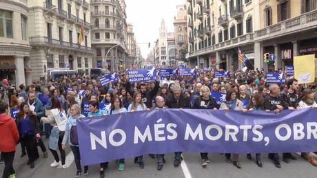'Take them in!' Massive Barcelona march urges Madrid to welcome refugees (PHOTOS, VIDEO)