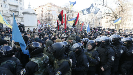 Violence erupts between police & protesters in downtown Kiev during Maidan anniversary rally (VIDEO)