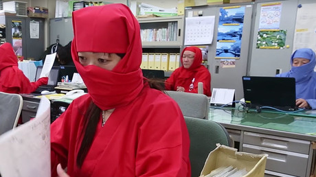Ninjas took over the tourism office in Koka. © Ruptly