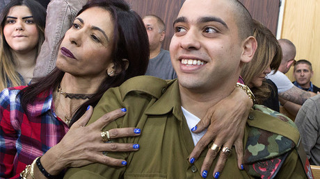 Israeli soldier Elor Azaria is embraced by his mother at a military court in Tel Aviv, Israel February 21, 2017. © Jim Hollander / Pool