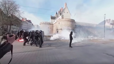 Tear gas, clashes in 360: Anti-Le Pen protest in Nantes in dramatic panorama footage