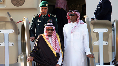 Saudi king brings 459 tons of luggage, 2 limos & 1,500-strong entourage on Asia trip