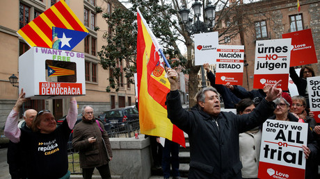 Catalonia independence activists rally against referendum trial in Madrid (VIDEO)