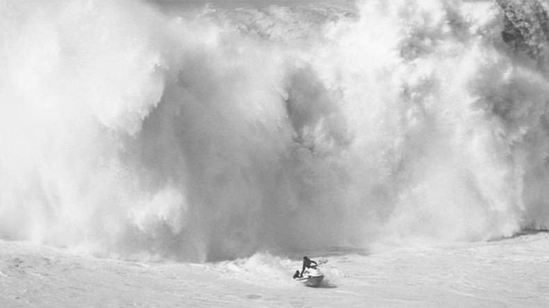 Wipeout rescue: Surfers push to outrun monster wave on jet ski (VIDEO)