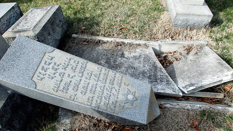 Muslim-Americans pledge to protect Jewish sites after anti-Semitic vandalism & threats