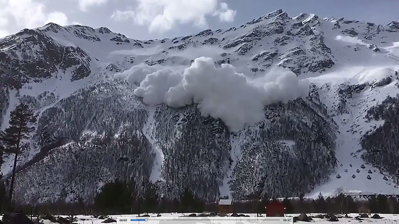Avalanche that killed 6 at Russian ski resort caught on camera (VIDEOS)