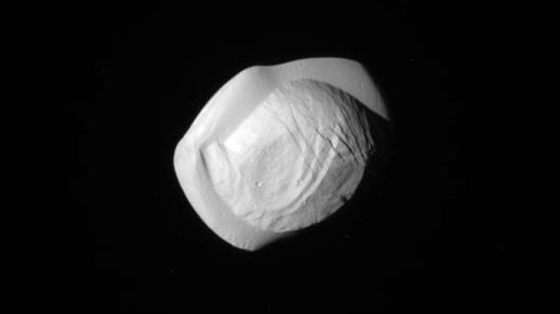 Saturn's moon Pan looks like lumpy flying saucer in closest-ever photos (VIDEO, IMAGES)