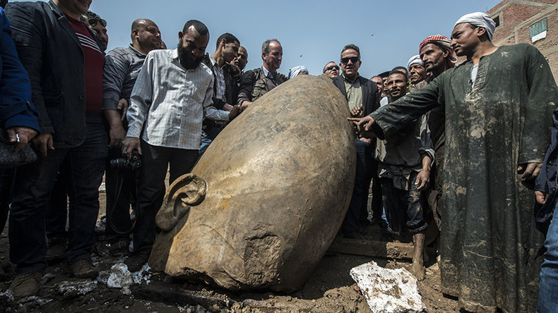 Ancient Egyptian statue discovered in Cairo wasteland (PHOTOS, VIDEO)