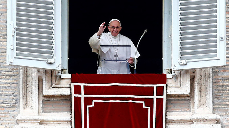 Pope signals support for married priests