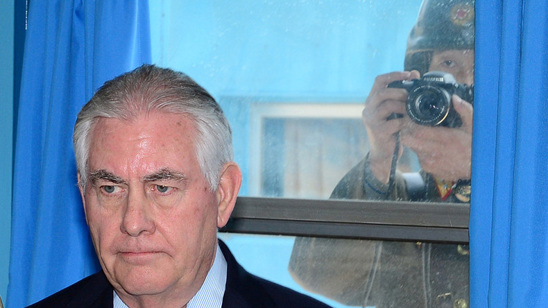 Rex Tillerson photobombed by North Korean soldier in DMZ (PHOTO)