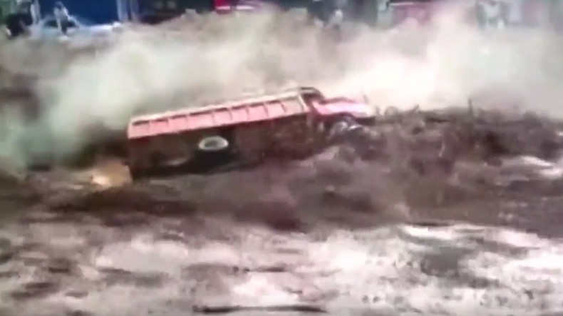 Man miraculously escapes from raging Peruvian mudslide (VIDEO)