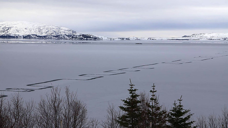 Weird geometric pattern etched into Iceland's largest lake baffles locals (PHOTOS)